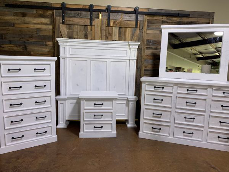 Picture of RUSTIC WHITE WITH GRAY ORLEANS QUEEN SET